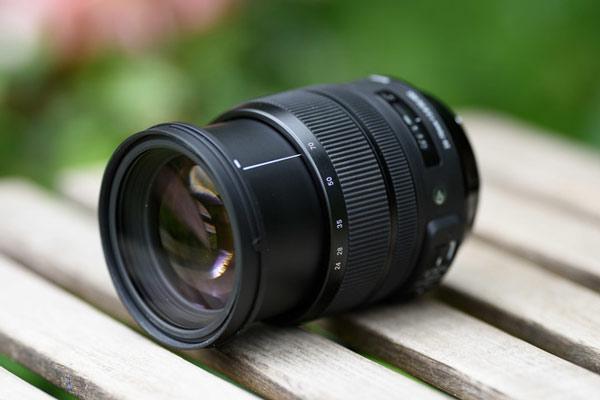 لنز Sigma 24-70mm f/2.8 برای عکاسی مدلینگ