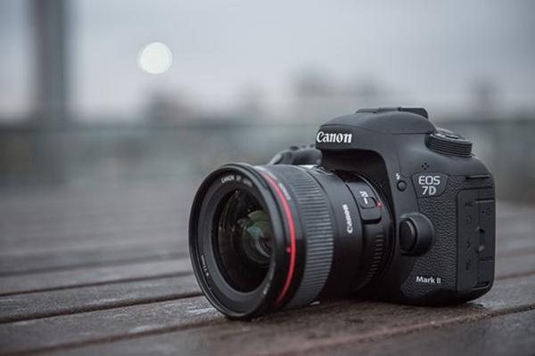 دوربین عکاسی کانن EOS 7D Mark II