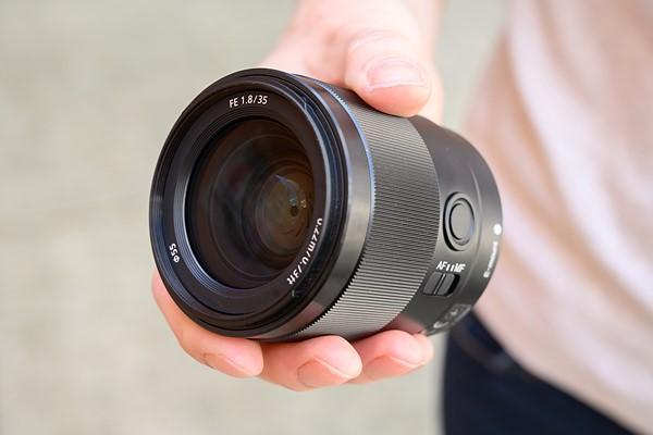 لنز سونی FE 35mm F1.8