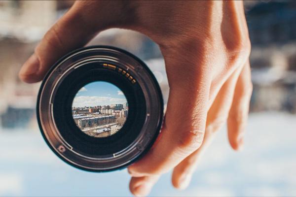 لنز 35 میلیمتری یا 50 میلیمتری بر روی دوربین فول فریم