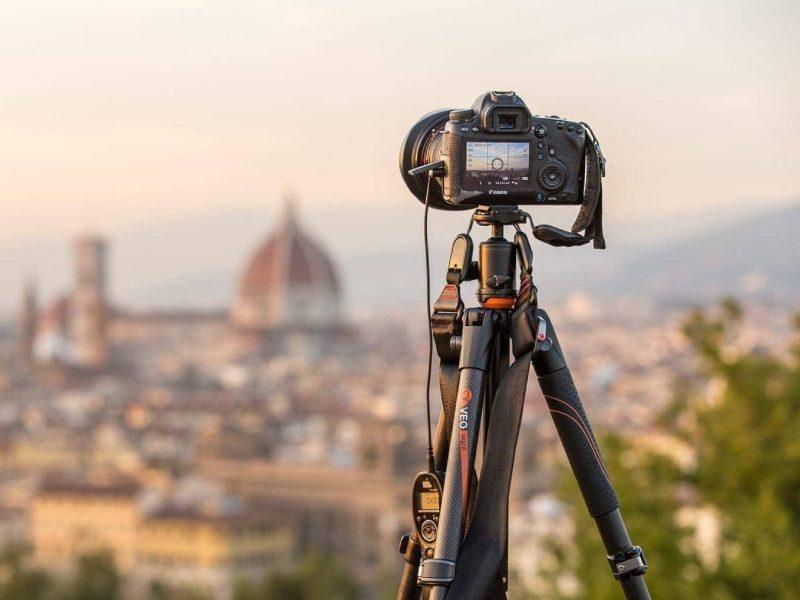 سه پایه عکاسی خیابانی